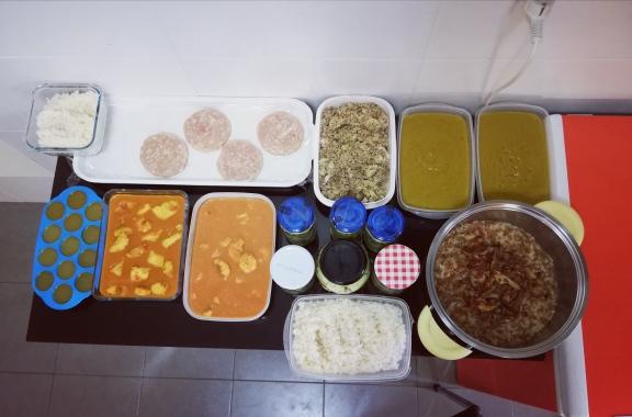 Batchcooking crema de verduras, cous cous con champiñones, lentejas con setas y arroz, curry de pescado, boloñesa con huevo y arroz y hamburguesa de pollo