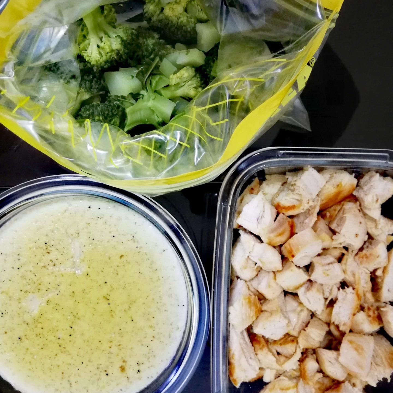 Macarrones con salsa bechamel, pollo y brócoli