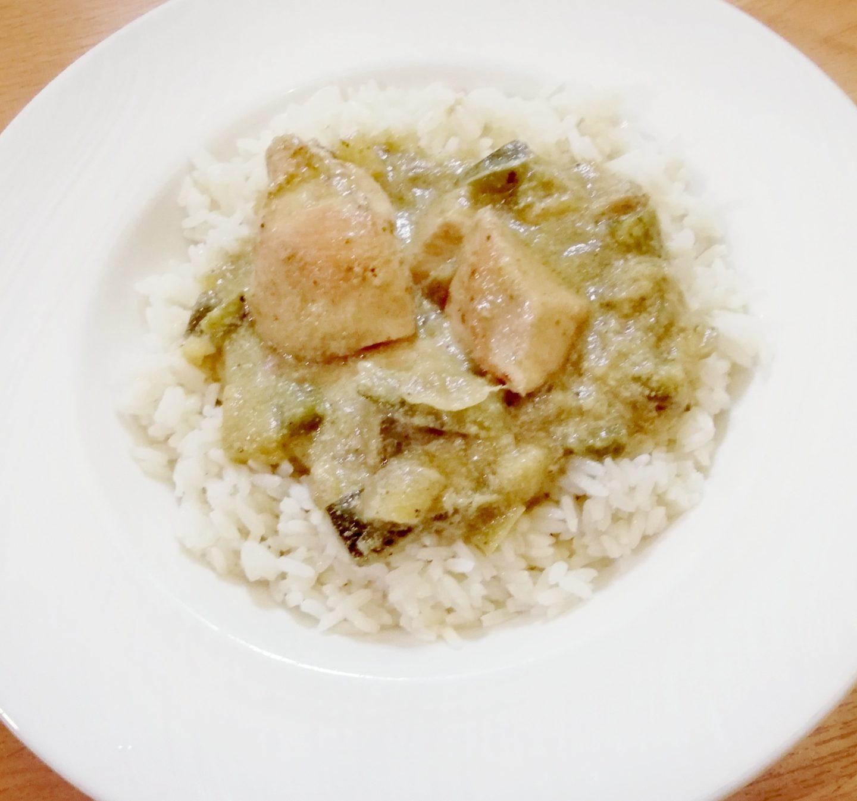 Pollo en salsa de queso azul y arroz
