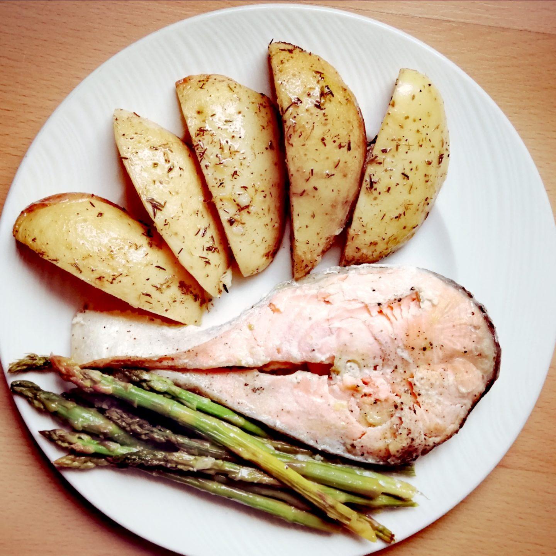 Patatas aliñadas con limón, ajo y tomillo
